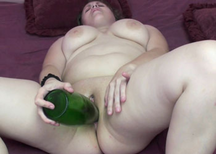 Chubby Alexsis fucks a big bottle